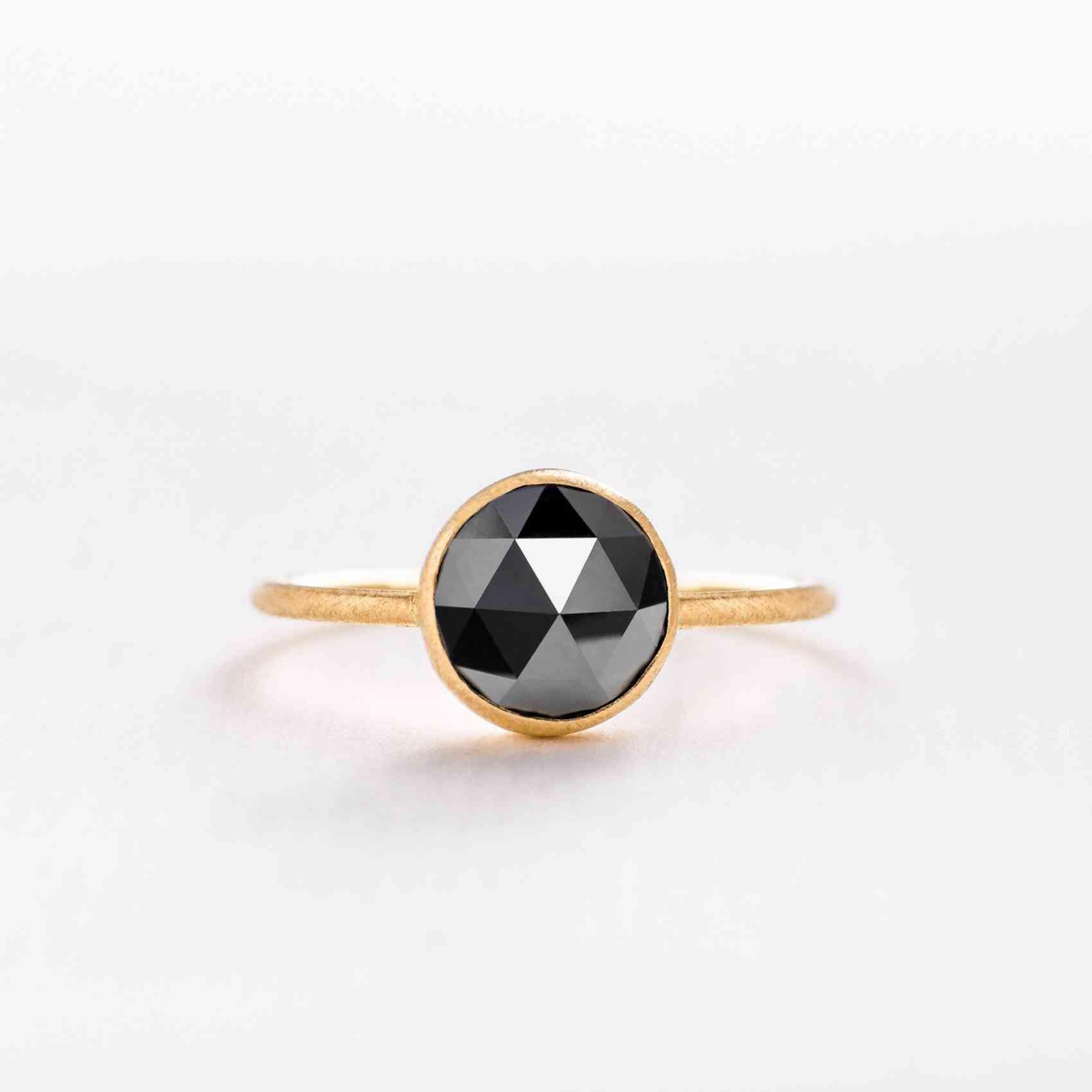 Inel din Aur Galben 18K cu Diamant Negru
