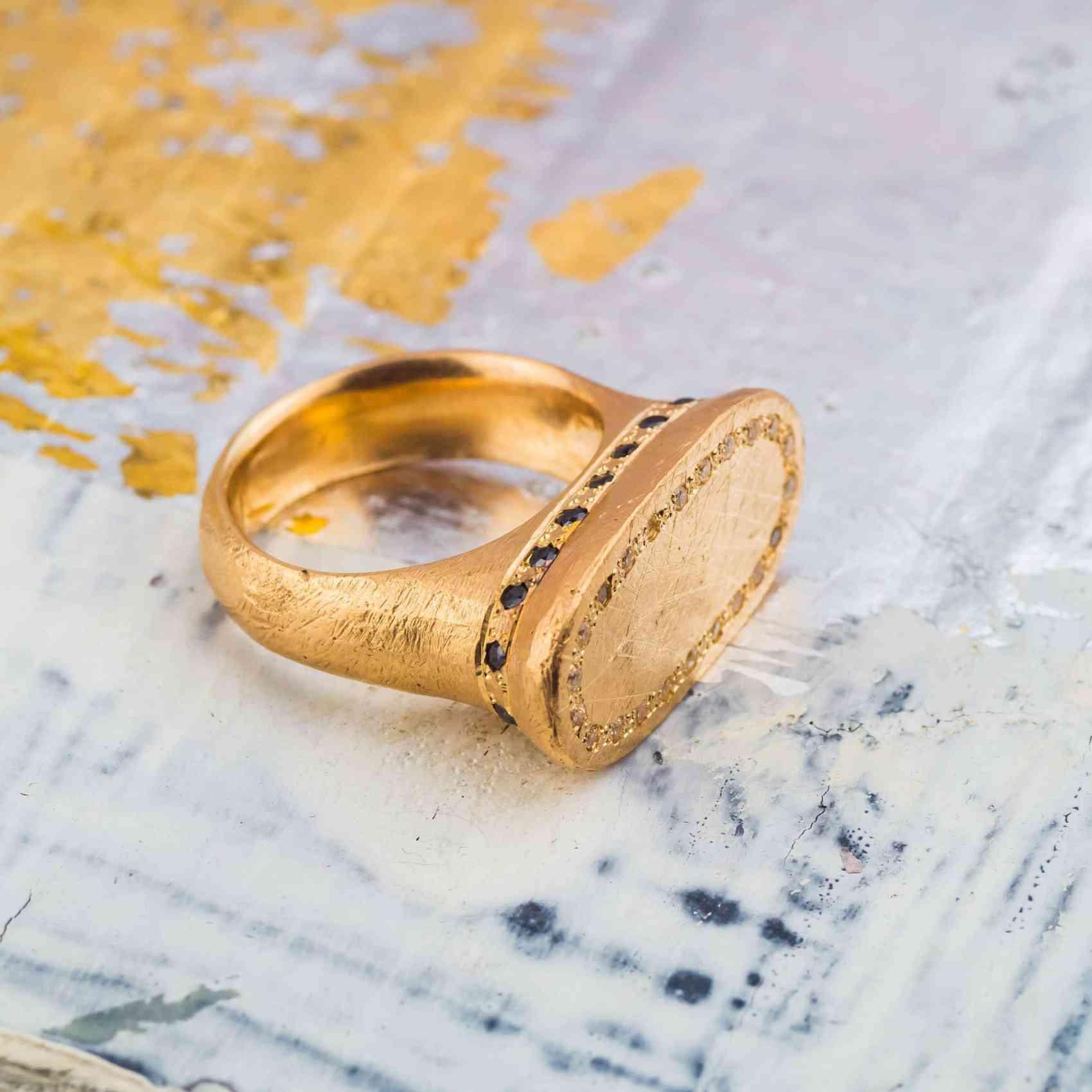 Inel din Aur Galben 18K cu Diamante Negre si Maro