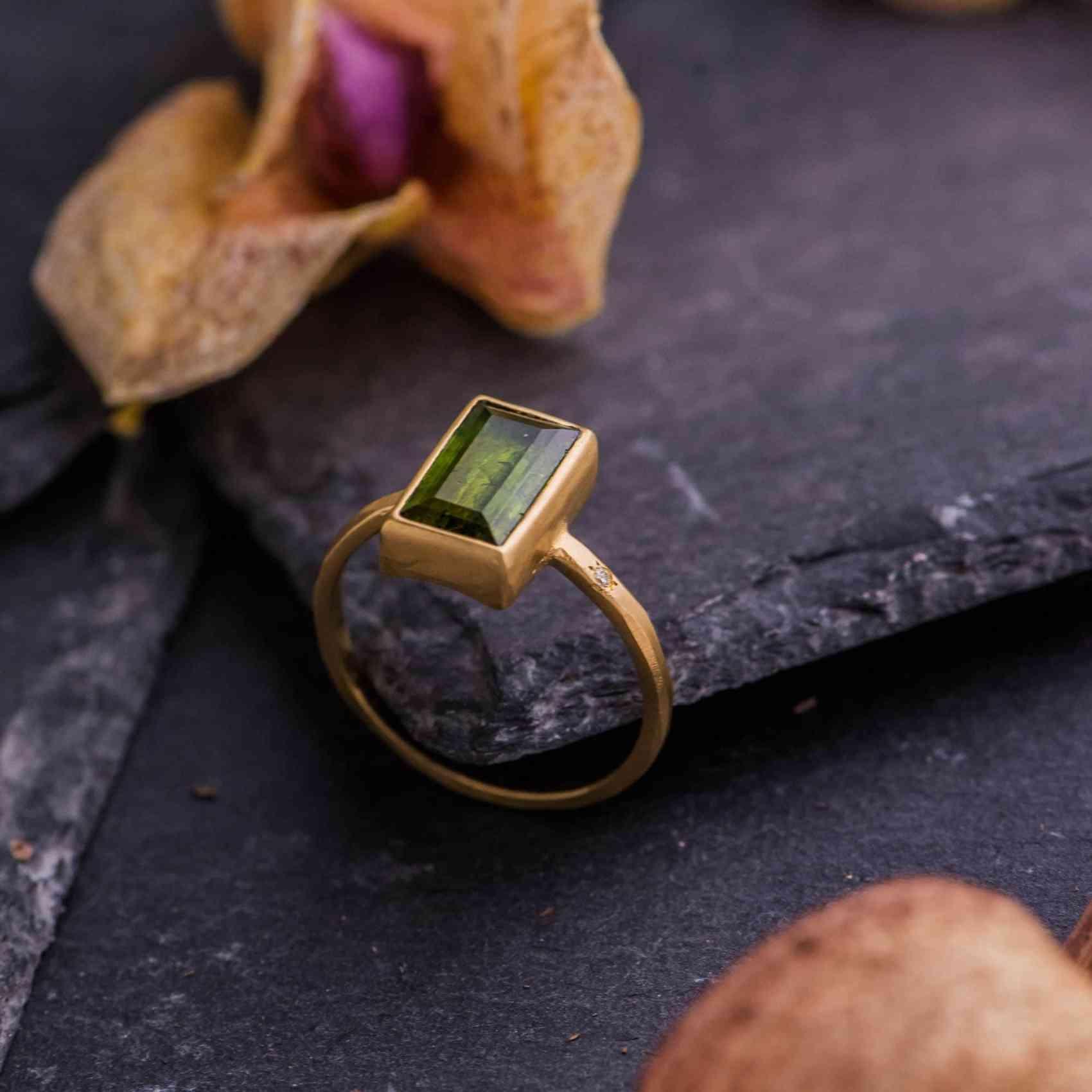 Inel din Aur Galben 18K cu Turmalina si Diamant